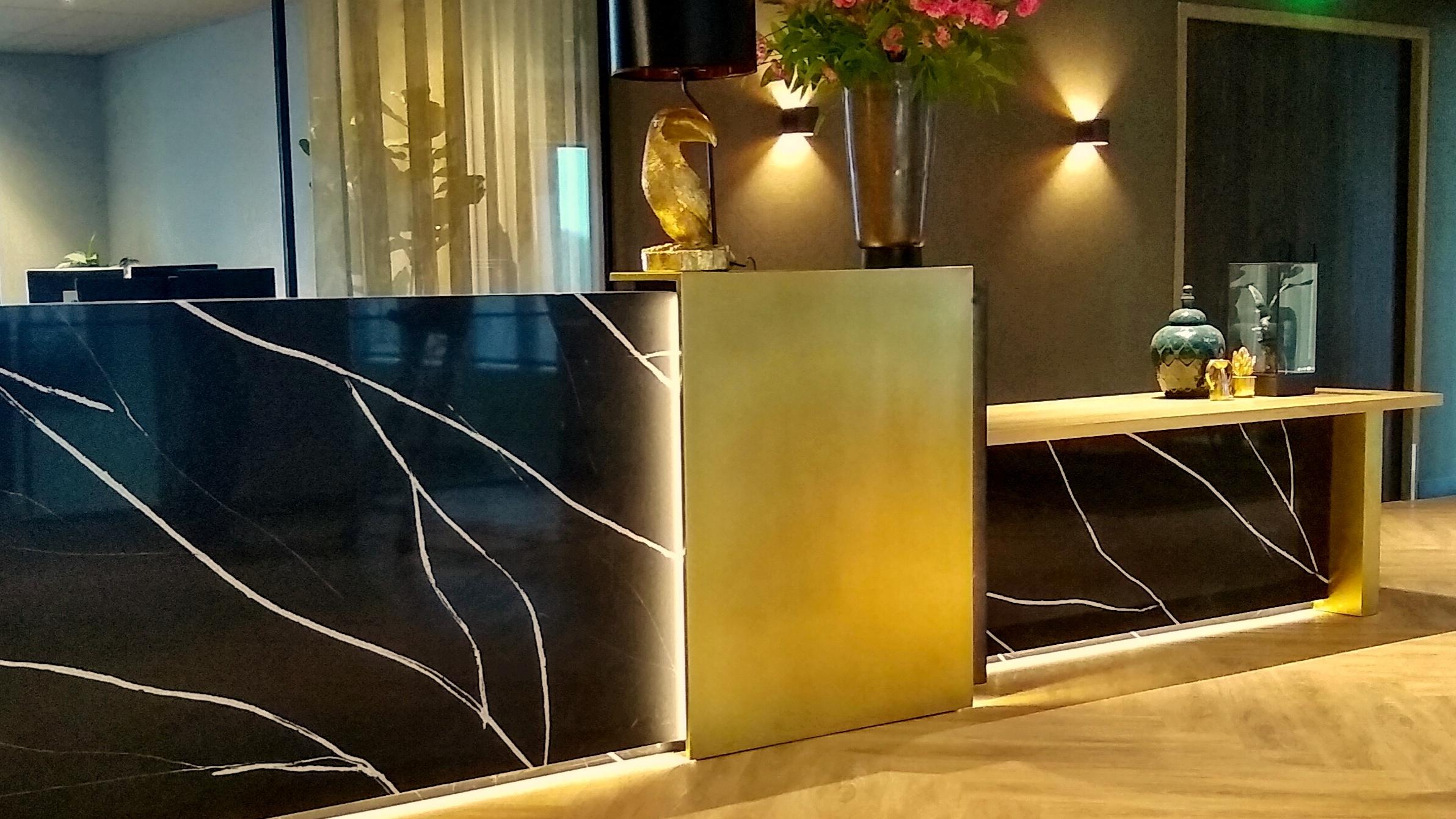 horeca interieur design en inrichting receptie desk ontwerp en maatwerk Hotel Haarlem