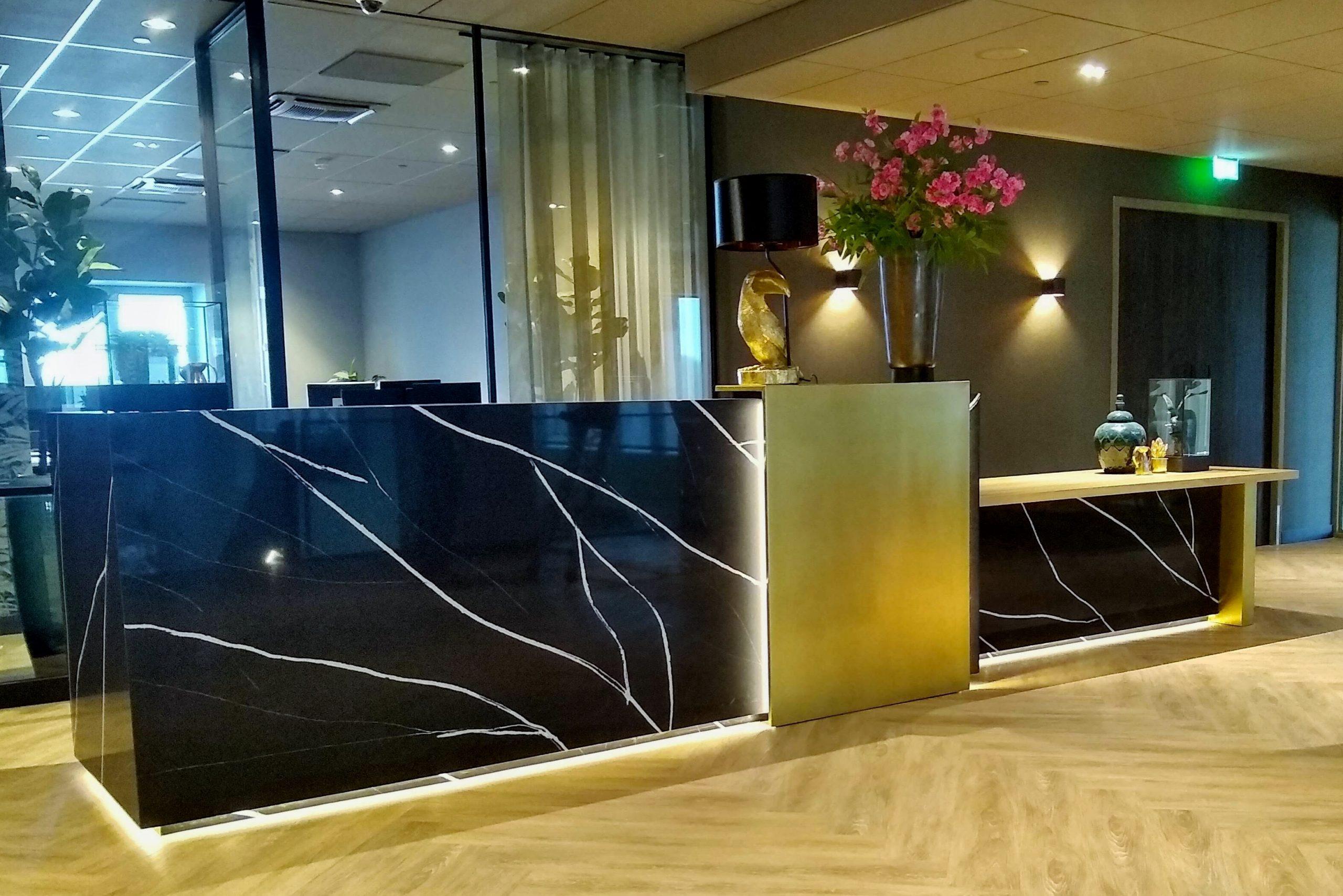 horeca interieur design en inrichting Design en maatwerk sales balie in congress centrum Van der Valk Hotel Haarlem