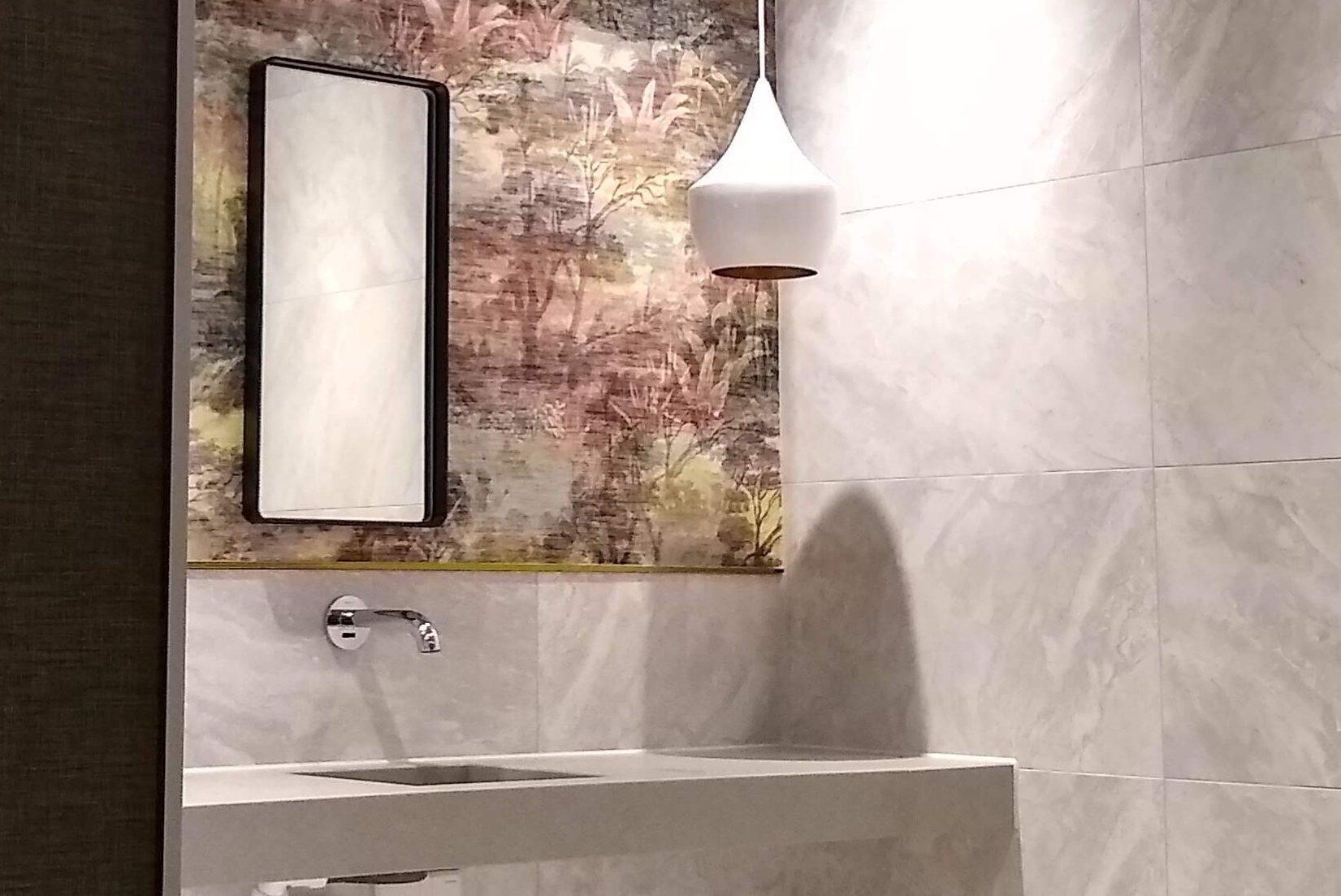horeca interieur design en inrichting toiletruimte design met behang Hotel Haarlem